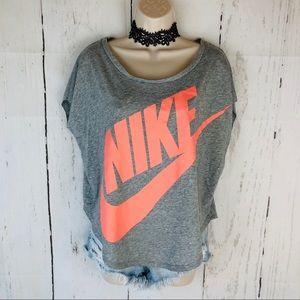 Nike boxy logo tee